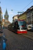 Prague spårvagn på gatan. Fotografering för Bildbyråer