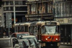 Prague spårvagn på gatan fotografering för bildbyråer