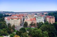 Prague stadssikt från Vysehrad Arkivfoton