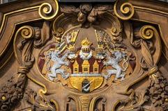 Prague stadsvapensköld, utsmyckat emblem av det Prague slutet upp royaltyfri fotografi