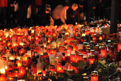 Prague stearinljuslampor för Vaclav Havel Arkivbilder