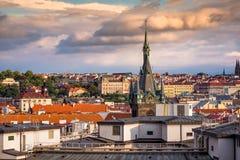 Prague tak och Jindrisska torn för republiktown för cesky tjeckisk krumlov medeltida gammal sikt Royaltyfri Bild