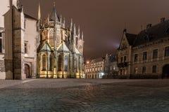 PRAGUE TJECK - MARS 12, 2016: Natt och St Vitus Cathedral exponering long tjeckiska prague Arkivbilder