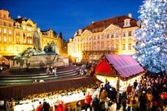 PRAGUE TJECK REPUBLIC-JAN 05, 2013: Prague julmarknad Arkivbild
