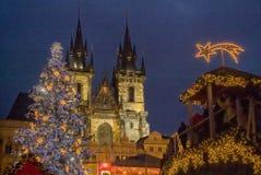 """PRAGUE TJECKIEN †""""December 12, 2011 Prague jul marknadsför Arkivbilder"""