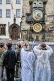 """PRAGUE TJECKIEN †""""December 12, 2011 Prague jul marknadsför Arkivfoton"""