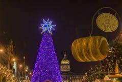 """PRAGUE TJECKIEN †""""December 12, 2011 Prague jul marknadsför Royaltyfri Bild"""