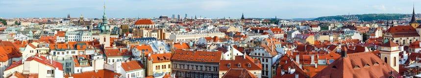 Prague (Tjeckien) aftonpanorama. Fotografering för Bildbyråer