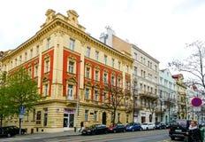 PRAGUE TJECKIEN - April 26, 2015: Turister på fötter Stree Royaltyfri Fotografi