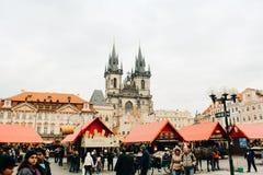 Prague Tjeckien - 04 02 2013: Arkitektur, byggnader och gränsmärke Sikt av gatorna av Praha royaltyfri foto