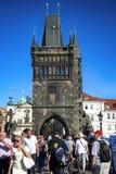 PRAGUE TJECKIEN - AUGUSTI 24, 2016: Folkgå och loo Royaltyfria Bilder
