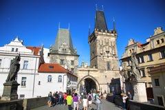 PRAGUE TJECKIEN - AUGUSTI 23, 2016: Folkgå och loo Royaltyfri Bild
