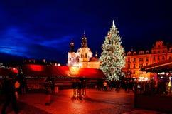 PRAGUE TJECKIEN - DEC 23, 2014: Härlig gatasikt av Arkivbild