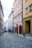 PRAGUE TJECKIEN - DEC 23: Härlig gatasikt av Tradi Royaltyfria Bilder