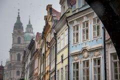 PRAGUE TJECKIEN - FEBRUARI 19, 2013: Gata för Na Kampe vid S arkivfoto