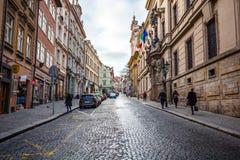 24 01 2018 Prague, Tjeckien - gå till och med gatorna Arkivbild