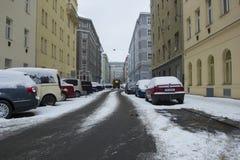 Prague Tjeckien - 10 Januari 2017 vanlig dag i staden Royaltyfri Foto