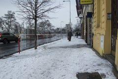 Prague Tjeckien - 10 Januari 2017 vanlig dag i staden Fotografering för Bildbyråer