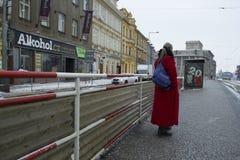 Prague Tjeckien - 10 Januari 2017 vanlig dag i staden Arkivfoto
