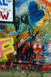 Prague Tjeckien - John Lennon Wall/staty av frihet Royaltyfria Foton