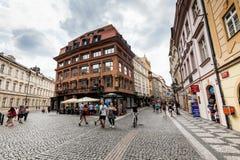 PRAGUE TJECKIEN - JULI 18: Yttre sikter av berömda Hous Royaltyfri Foto