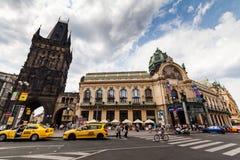 PRAGUE TJECKIEN - JULI 18: Yttre sikter av berömda Powd Fotografering för Bildbyråer