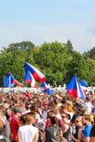 Prague Tjeckien - Juni 23 2019: Folkmassa av folkprotester mot premiärministern Babis och minister av rättvisa på Letna, arkivfoton