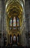 Prague Tjeckien - Juni 18, 2012: Inre av St Vitus Cathedral, den huvudsakliga domkyrkan i Prague Fotografering för Bildbyråer
