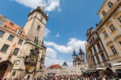Prague Tjeckien - mars 5th 2011 - gammal fyrkant i Prague arkivbild