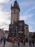 PRAGUE TJECKIEN - NOVEMBER 01, 2016: Bubblor turist- dragning i Prague den gamla staden Royaltyfri Fotografi