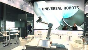PRAGUE TJECKIEN, OKTOBER 1, 2017: En universell teknologisk automatiserad robot för hem- och industriellt innovativt arkivfilmer