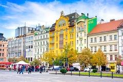 PRAGUE TJECKIEN - OKTOBER, 12: Wenceslas Square i Prague, Tjeckien på Oktober 12, 2013 Royaltyfri Foto