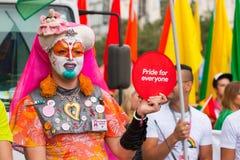 PRAGUE TJECKIEN - 12 08 2017: Prague stolthet 2017 Folket på glad LGBT ståtar i august i Prague Arkivfoton