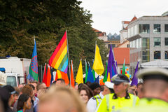 PRAGUE TJECKIEN - 12 08 2017: Prague stolthet 2017 Folket på glad LGBT ståtar i august i Prague Royaltyfri Bild
