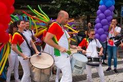 PRAGUE TJECKIEN - 12 08 2017: Prague stolthet 2017 Folket på glad LGBT ståtar i august i Prague Arkivfoto