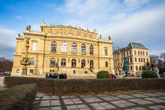 24 01 2018 Prague, Tjeckien - Rudolfinum byggnad på Januari P Royaltyfria Foton