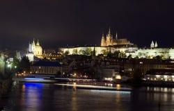 Prague Tjeckienpanoramautsikt Charles Bridge Vltava River royaltyfri foto