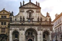 Prague tjeckisk republik Fasad av domkyrkan av San Salvatore royaltyfri fotografi
