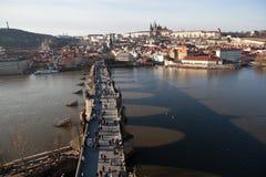 Prague tjeckisk republik Foto av sikten av Lesser Town med det gamla stadbrotornet Royaltyfri Bild