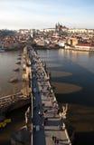 Prague tjeckisk republik Foto av sikten av Lesser Town med det gamla stadbrotornet Fotografering för Bildbyråer