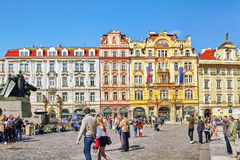 PRAGUE TJECKISK REPUBLIK SEPTEMBER 12, 2015: Staromestske namesti Arkivfoton
