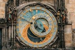 Prague tjeckisk republik Slut upp den medeltida astronomiska klockan eller Prague Orloj Royaltyfria Bilder