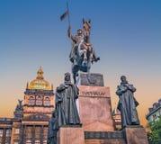 Prague tjeckisk republik Staty av helgonet Wenceslas, aftonsikt arkivfoton