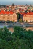 Prague, Tyn kyrklig och gammal stadfyrkant för republiktown för cesky tjeckisk krumlov medeltida gammal sikt Royaltyfria Bilder