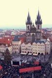 Prague, vieille place de République Tchèque le 26 décembre 2012 - avec une vue de s-oeil de ` d'oiseau Image stock