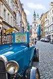 Prague visitant le pays Photos stock
