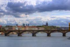 Prague, Vltava flod, domkyrka St Peter och Paul, Tjeckien Royaltyfri Fotografi