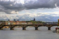 Prague, Vltava flod, domkyrka St Peter och Paul, Tjeckien Arkivbilder