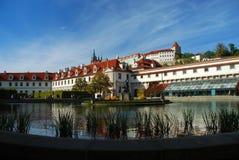 Prague - Wallenstein trädgård och Prague slott Arkivfoto