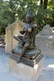 Prague zoo - kvinnlig staty royaltyfri foto